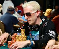 Les Antes au poker : quelle stratégie adopter ?