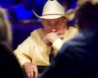 Le joueur de poker Doyle Brunson est intouchable