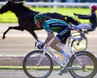 Thomas Voeckler battu par le cheval de course Othello Bourbon