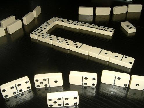 Les r gles des dominos comment jouer au domino en ligne for Comment jouer au domino astuces